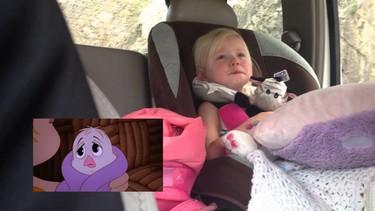 La empatía en los niños: con dos años se emociona viendo dibujos animados sobre un bebé pingüino perdido