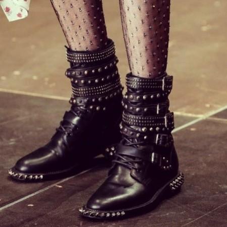Clonados y pillados: las botas de Hedi (Slimane) para Saint Laurent