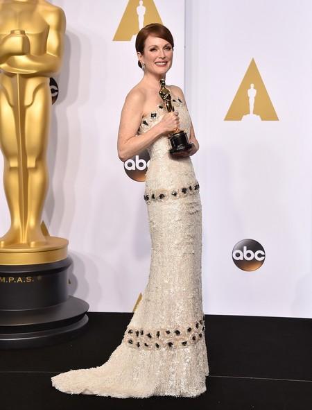Julianne Moore con un look de Chanel en los Oscar 2015.