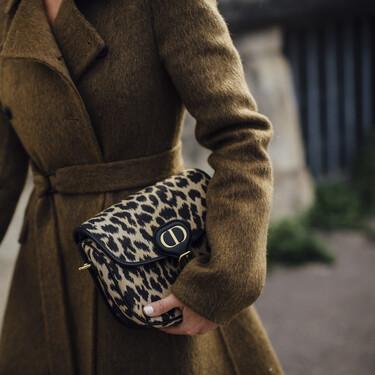 Bolsos para llevar en la mano y derrochar estilo este otoño