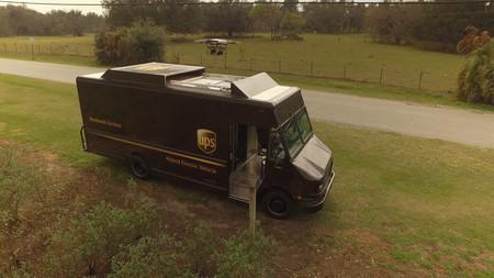 Las empresas de transporte insisten en un futuro con drones: UPS monta uno en sus camiones