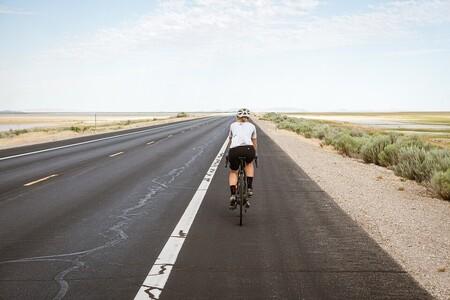 La DGT recuerda cómo se debe adelantar a un ciclista en carretera y cuándo no se puede hacer