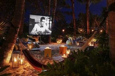 Planazo en el jardín de casa: 7 claves para montar un cine de verano