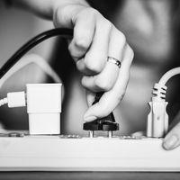 """Las eléctricas que te pagan por conectar tu coche a la luz: Alemania aprueba la tecnología V2G en busca de la """"red inteligente"""""""