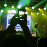 ¿Se pueden hacer fotos y vídeos y disfrutar de un concierto? Algunos artistas creen que no