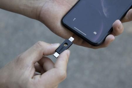 Safari es compatible con llaves de seguridad FIDO2 por NFC, USB y Lightning a partir de iOS 13.3