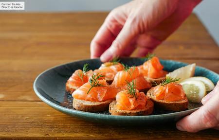 Cómo hacer salmón marinado, la receta más fácil (con vídeo incluido)
