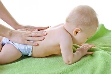 Mi bebé tiene un hoyito en la parte baja de la espalda, ¿es peligroso?