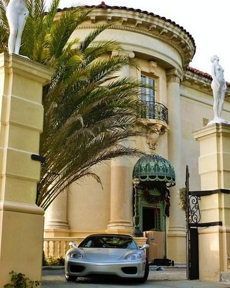 ¿Te apetece descubrir una de las mansiones más exclusivas de Los Ángeles? En 60 segundos lo tienes
