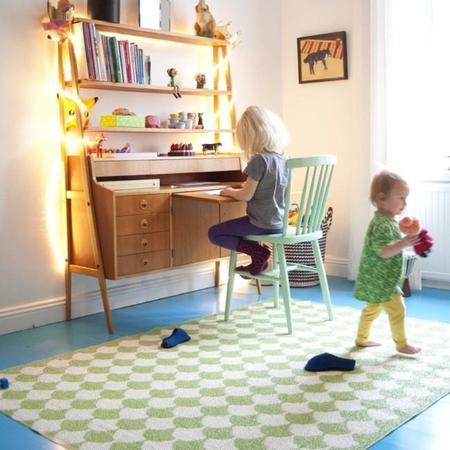Alfombras de vinilo que llenan de dibujos geom tricos tus - Alfombras habitacion nino ...
