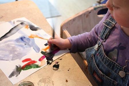 Todas las familias pueden ser artistas en el taller de pintura didáctico de Gijón