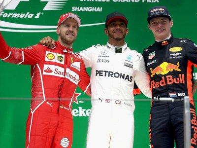Hamilton gana el GP de China y empata a Vettel en el liderato del campeonato