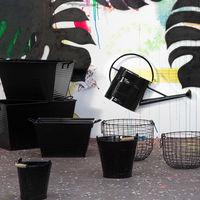 Un jardín urbano con el negro como protagonista, la tendencia de Habitat para el próximo verano