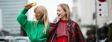 El street style lo demuestra: los jerséis de punto de colores llenan la calle de alegría y vitalidad en la temporada otoño-invierno