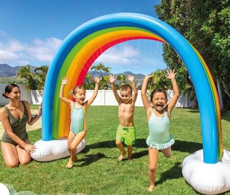 Accesorios hinchables y piscinas para el verano: cinco consejos para que los niños disfruten de ellos con seguridad