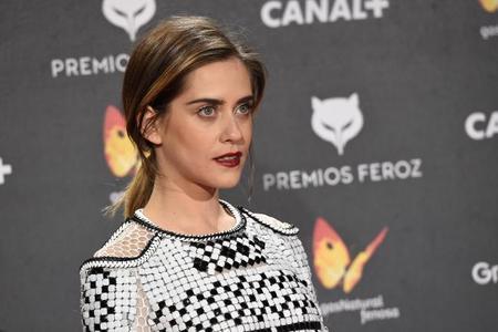 Examinamos los looks de las famosas en los Premios Feroz 2015