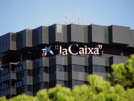 Pirates de Catalunya informa en Twitter y Facebook de las deudas de los partidos políticos con las Cajas