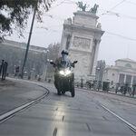 Kymco confirma la llegada de su scooter de tres ruedas con este teaser que deja poco a la imaginación