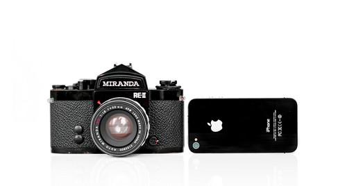 El smartphone está matando a la cámara de fotos: la desaparición de las compactas en una gráfica