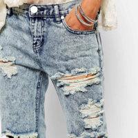 Sí, esos pantalones rotos que tu madre tiraría valen más de 100 euros