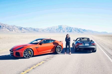Michelle Rodríguez se pone rápida y furiosa a bordo del Jaguar F-Type SVR