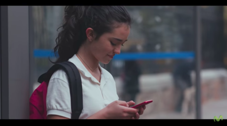Miles de adultos se hacen pasar por niños para acosar a otros: el vídeo viral sobre grooming que tus hijos tienen que ver