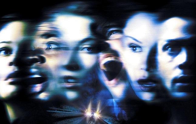 Imagen con el cartel de 'Destino final 2'