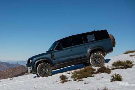 Land Rover prepara un nuevo Defender 130 de siete plazas para 2022