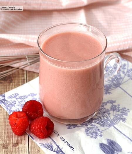 Chocolate caliente con frambuesas. Receta romántica para el Día del Amor y la Amistad