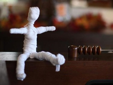 DIY: Muñeca momia facilísima de hacer