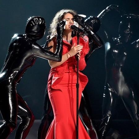 Alessia Cara lo peta quitándose el maquillaje en la gala de los MTV VMA 2017
