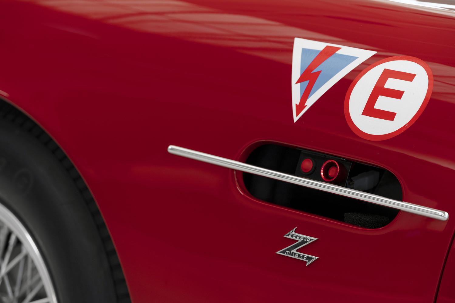 Foto de Aston Martin DB4 GT Zagato Continuation (13/21)