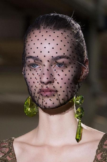 maison-martin-margiela-beauty-haute-couture-fall-2014