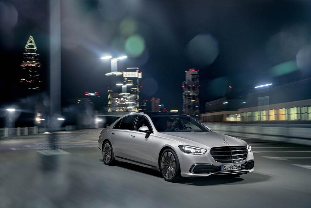 El Mercedes Clase S avanza hacia la conducción autónoma: ya aparca sin conductor y permite soltar el volante en autopista