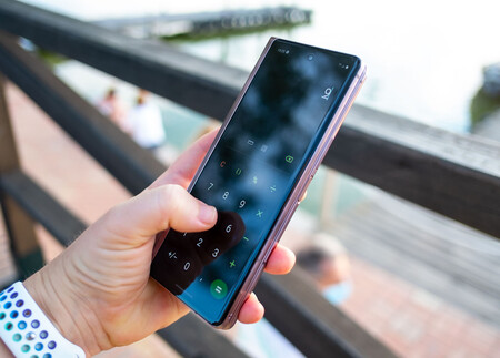 Samsung Galaxy Z Fold 2 03 Uso 01