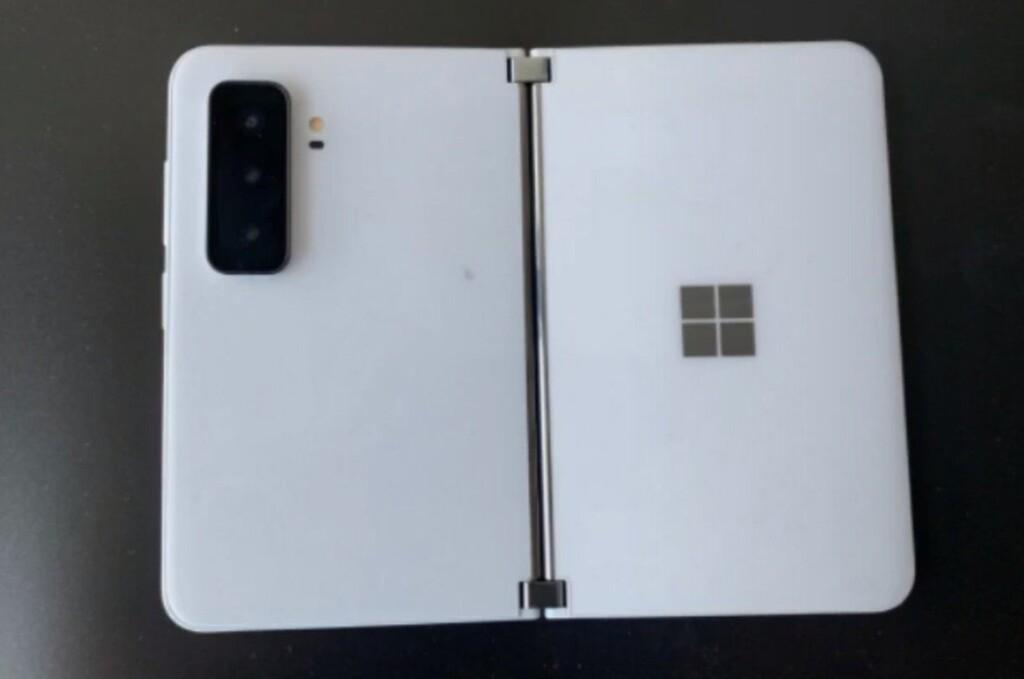 El Surface Duo 2 se acerca: la FCC nos lo pinta con carga inalámbrica, 5G y soporte UWB