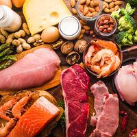 Las proteínas son el macronutriente más saciante: estas son las causas (y cuándo nos interesa más consumirlo)