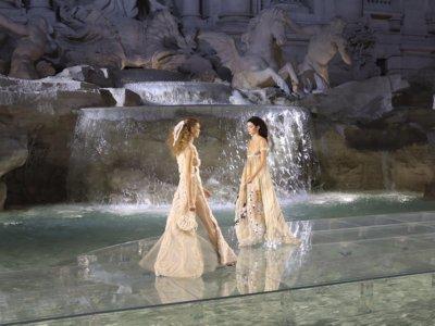 Fendi 90 years: 'Legends and Fairy Tales', o cómo una firma desfila por encima de la Fontana di Trevi