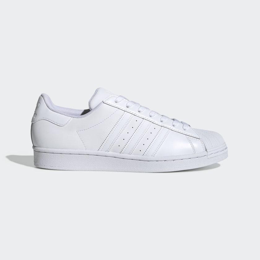 Zapatillas blancas de corte clásico
