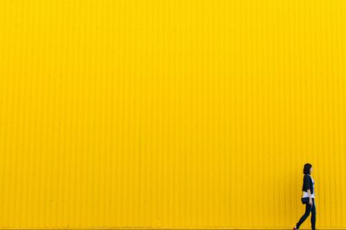 Trucos y consejos para sacar partido del espacio negativo (o en blanco) en fotografía