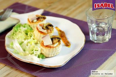 Volovanes de hojaldre con ensalada de atún Isabel con champiñones y salsa romesco. [videoreceta]