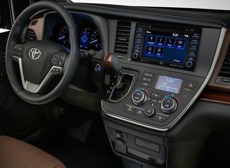 Toyota Sienna 2018 3