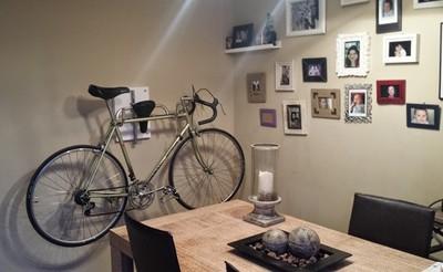 Hazlo tú mismo: un soporte de pared para la bici con materiales reutilizados