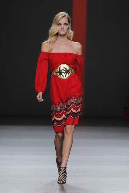 Miguel Palacio para Hoss Intropia Primavera-Verano 2013: tejidos de ensueño, colores de moda