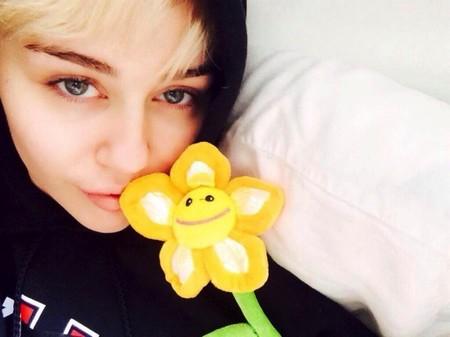 Miley Cyrus se entretenía comprando auténticas horteradillas en el hospi