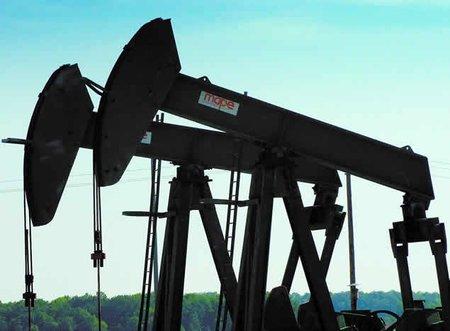 Cuando se extrae petróleo, ¿de qué se llena el espacio vacío que queda?