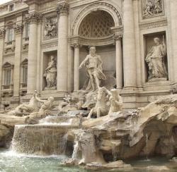 Desnuda en la Fontana de Trevi