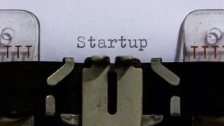 Más dinero sobre la mesa: La inversión en startups españolas se acelera, según Startupxplore