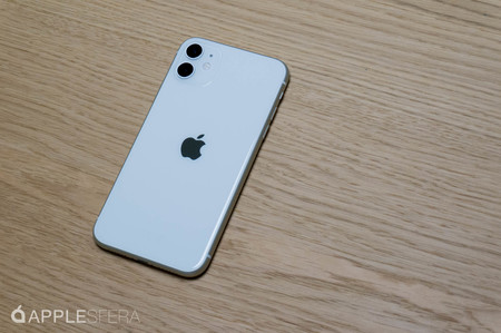 iPhone encima de una mesa