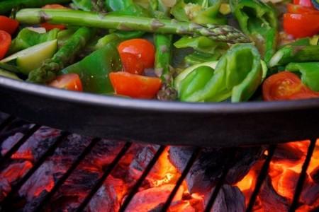Barbacoas más saludables con carnes magras, verduras, frutas y agua
